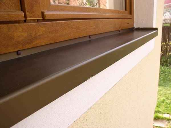 Davanzali trafilati di alluminio con il naso di 40 mm for Davanzali interni per finestre